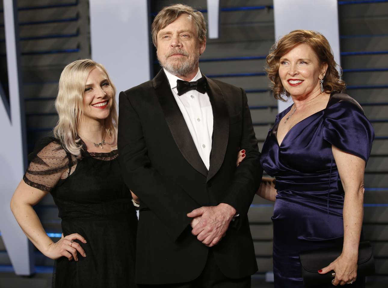 O Μαρκ Χάμιλ, ο Λουκ Σκαϊγουόκερ του «Star Wars», καταφθάνει στο πάρτι με τη σύζυγό του Μαριλού Γιορκ και την κόρη τους, Τσέλσι