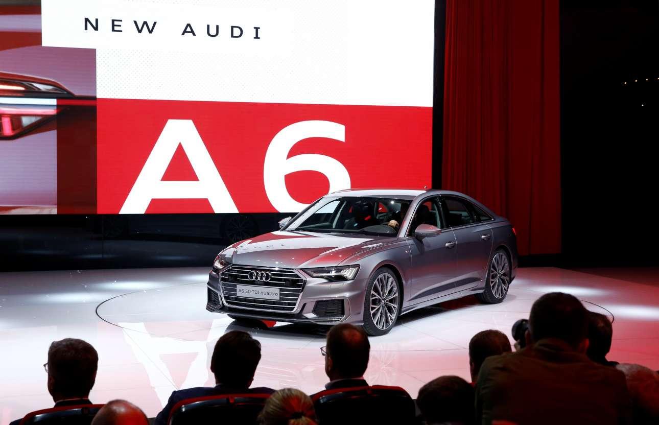 Audi A6: Εχει μεγαλώσει ελαφρώς σε σχέση με το προηγούμενο, φθάνοντας πλέον στα 4.939 χλστ. μήκους (+7 χλστ.), 1.886 χλστ. πλάτους (+12 χλστ.) και 1.457 χλστ. ύψους (+2 χλστ.). H Audi τονίζει ότι λόγω της αύξησης αυτής υπάρχουν ακόμη καλύτεροι χώροι στο εσωτερικό. Το πορτ-μπαγκάζ, ωστόσο, παραμένει στα ίδια επίπεδα με πριν (530 λίτρα). Θα ξεκινήσει την καριέρα του στην Ευρώπη με δύο μοτέρ, τον 3λιτρο TFSI V6 βενζινοκινητήρα των 340 ίππων ισχύος και 500 Nm ροπής, αλλά και τον 3λιτρο TDI V6 diesel των 286 ίππων ισχύος και 620 Nm ροπής. Η Audi ανακοινώνει ότι και οι δύο εκδόσεις θα είναι αποκλειστικά τετρακίνητες (με σύστημα quattro), ενώ θα προσφέρονται με αυτόματο κιβώτιο ταχυτήτων, η μεν βενζινοκίνητη έκδοση με το 7τάχυτο S tronic, η δε diesel με το 8τάχυτο tiptronic κιβώτιο της εταιρείας.
