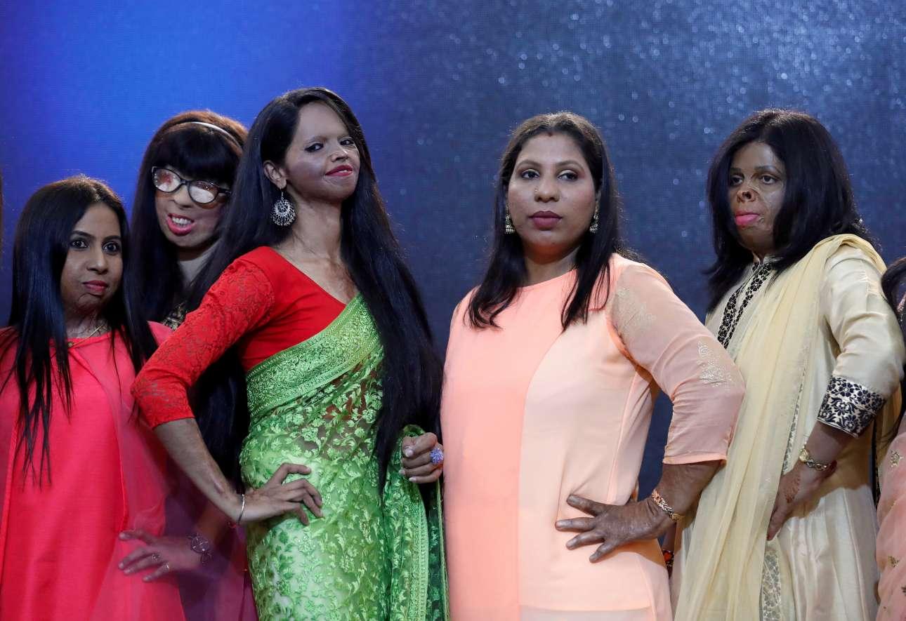 Επέζησαν από επιθέσεις με οξύ και τώρα συμμετέχουν σε επίδειξη μόδας προς τιμήν της Ημέρας, στη Μουμπάι (Βομβάη)