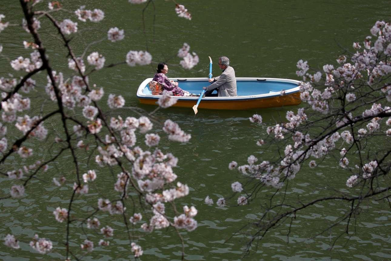 2018-03-26T062659Z_1302667911_RC1B645BD200_RTRMADP_3_SPRING-CHERRYBLOSSOMS-JAPAN
