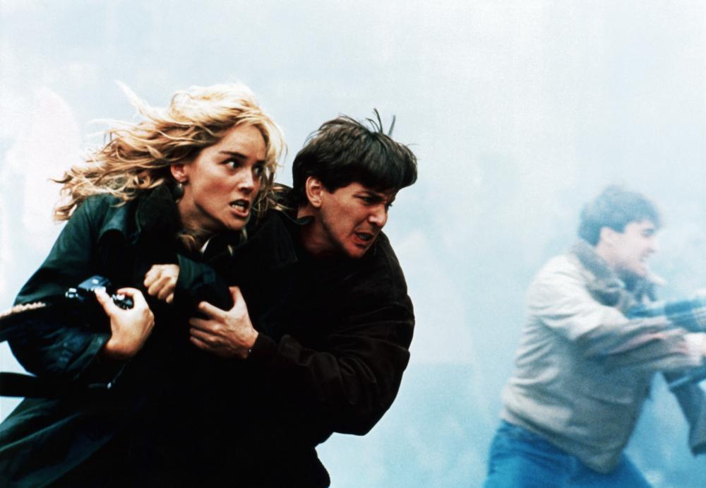 Με τον Αντριου ΜακΚάρθι στο «Year of the Gun» (1991) τον Τζον Φρακενχάιμερ. Φιλμ που στην Ελλάδα προβλήθηκε με τον τίτλο «Παράλληλα Πάθη»