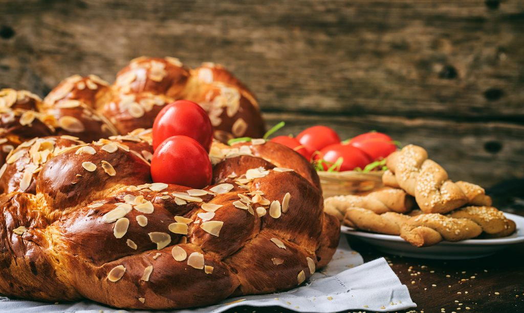 Easter traditional bread_618793085