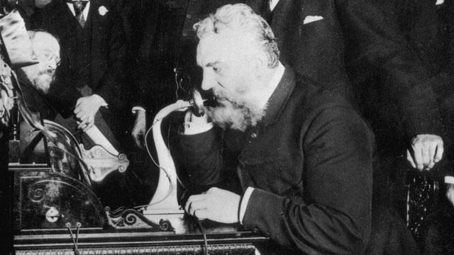 Από την επινόηση του Αλεξάντερ Γκράχαμ Μπελ το 1876 μέχρι σήμερα, το τηλέφωνο έχει κυριολεκτικά μεταμορφώσει τον τρόπο με τον οποίο επικοινωνούμε