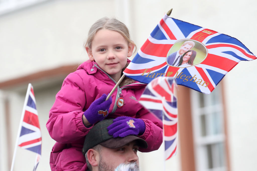 EDINBURGH, SCOTLAND - FEBRUARY 13: A little girl waves a flag as she awaits the arrival of Prince Harry and Meghan Markle to Edinburgh Castle on February 13, 2018 in Edinburgh, Scotland. (Photo by Chris Jackson/Chris Jackson/Getty Images)