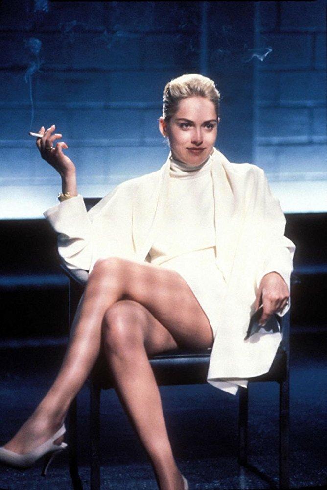 Το Big Bang της καριέρας της. Ως Κάθριν Τρεμέλ, στην περίφημη σκηνή της ανάκρισης στο «Βασικό Ενστιτκτο» (1991) του Πολ Βερχόφεν