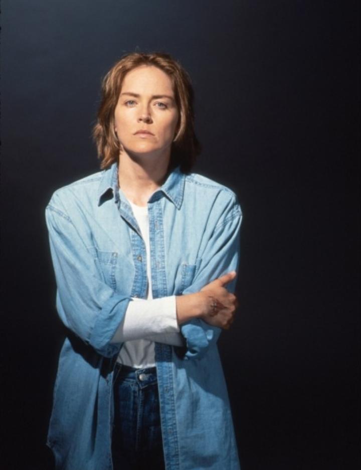 Σε δραματικό ρόλο μιας θανατοποινίτισσας στον «Τελευταίο Χορό» (1996)