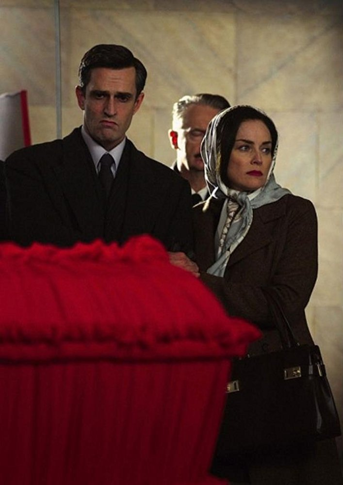 Με τον Ρούπερτ Εβερετ στο μέτριο κατασκοπευτικό δράμα «A Different Loyalty» (2004)