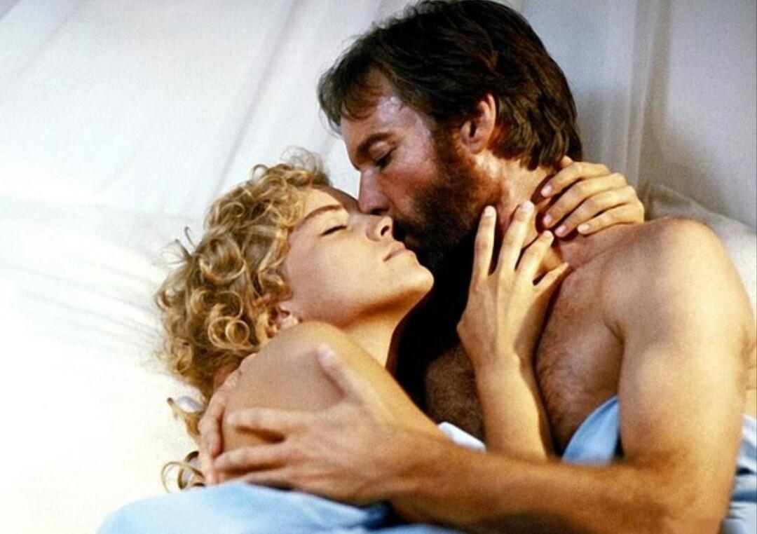 Στην αγκαλιά -και στο κρεβάτι- του Ρίτσαρντ Τσάμπερλεν στο σίκουελ: «Ο Αλαν Κουότερμαν και η Χαμένη Πόλη του Χρυσού» (1986)