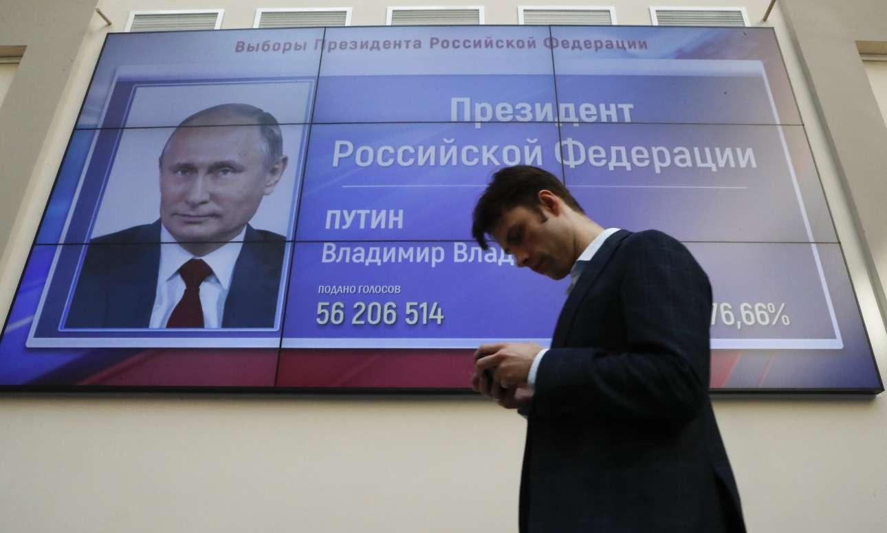Στο μάτριξ φαίνρεται τι 76,6 που έπιασε ο Βλαντίμιρ Πούτιν REUTERS/ Sergei Karpukhin)