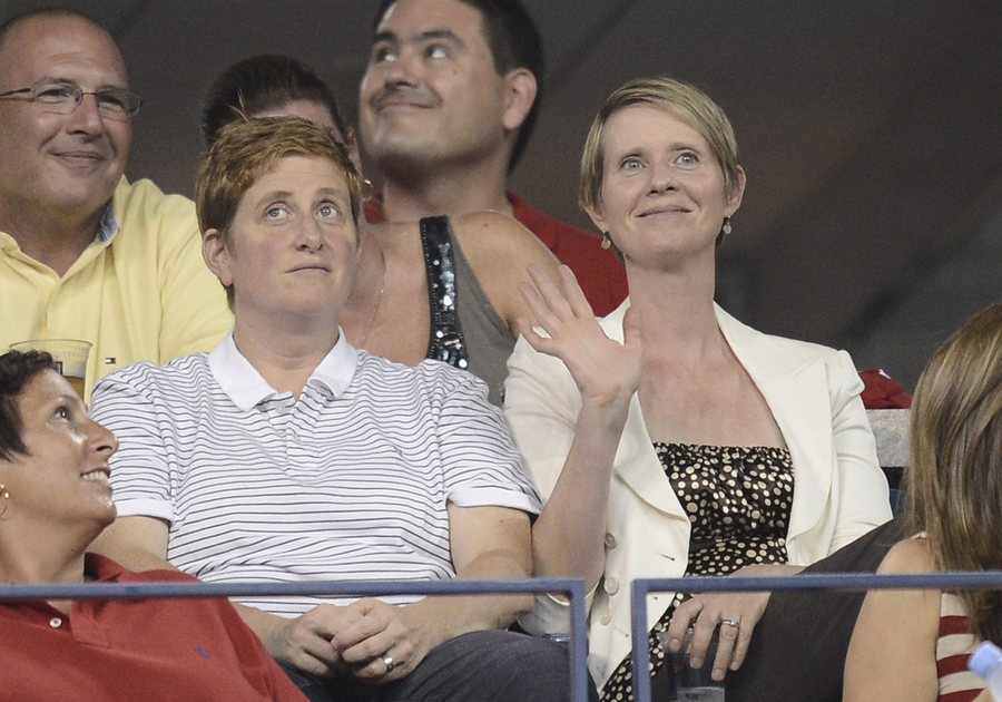 epa03844312 US actress Cynthia Nixon (R) sits with wife Christine Marinoni (L) on the fifth day of the 2013 US Open Tennis Championship at the USTA National Tennis Center in Flushing Meadows, New York, USA, 30 August 2013. The US Open runs through 09 September, a 15-day schedule for the first time. EPA/ANDREW GOMBERT