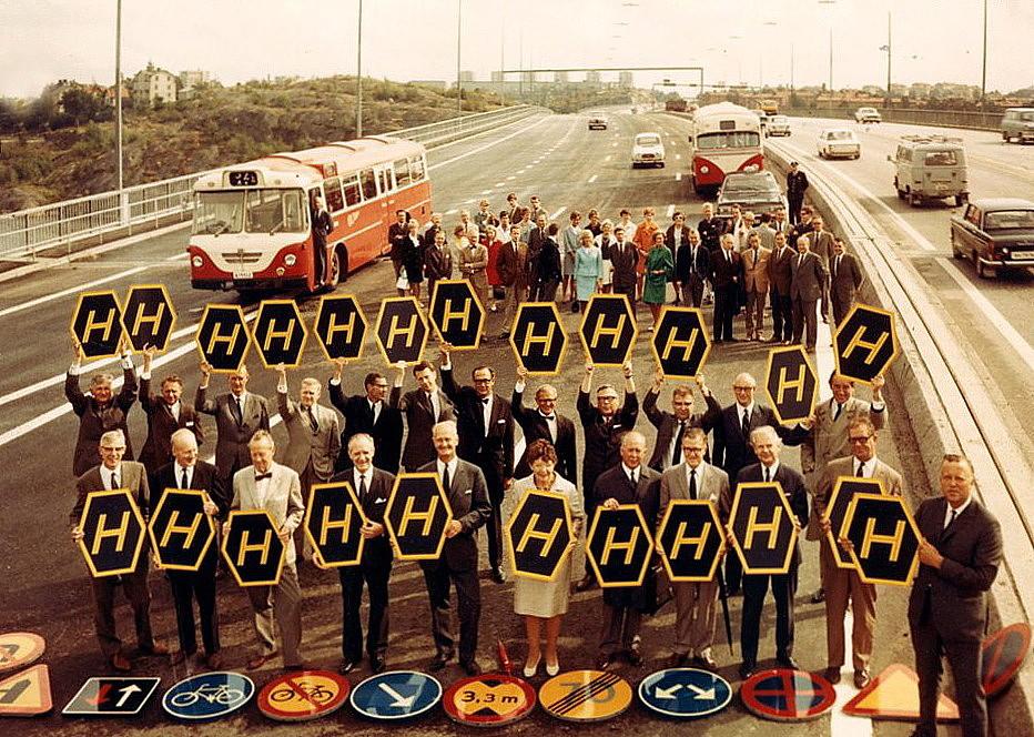 Υπέρμαχοι της αλλαγής στην κίνηση των οχημάτων. Το «Η» προέρχεται από τον σουηδικό όρο «Högertrafik», που σημαίνει «κυκλοφορία στα δεξιά» (wikipedia commons)