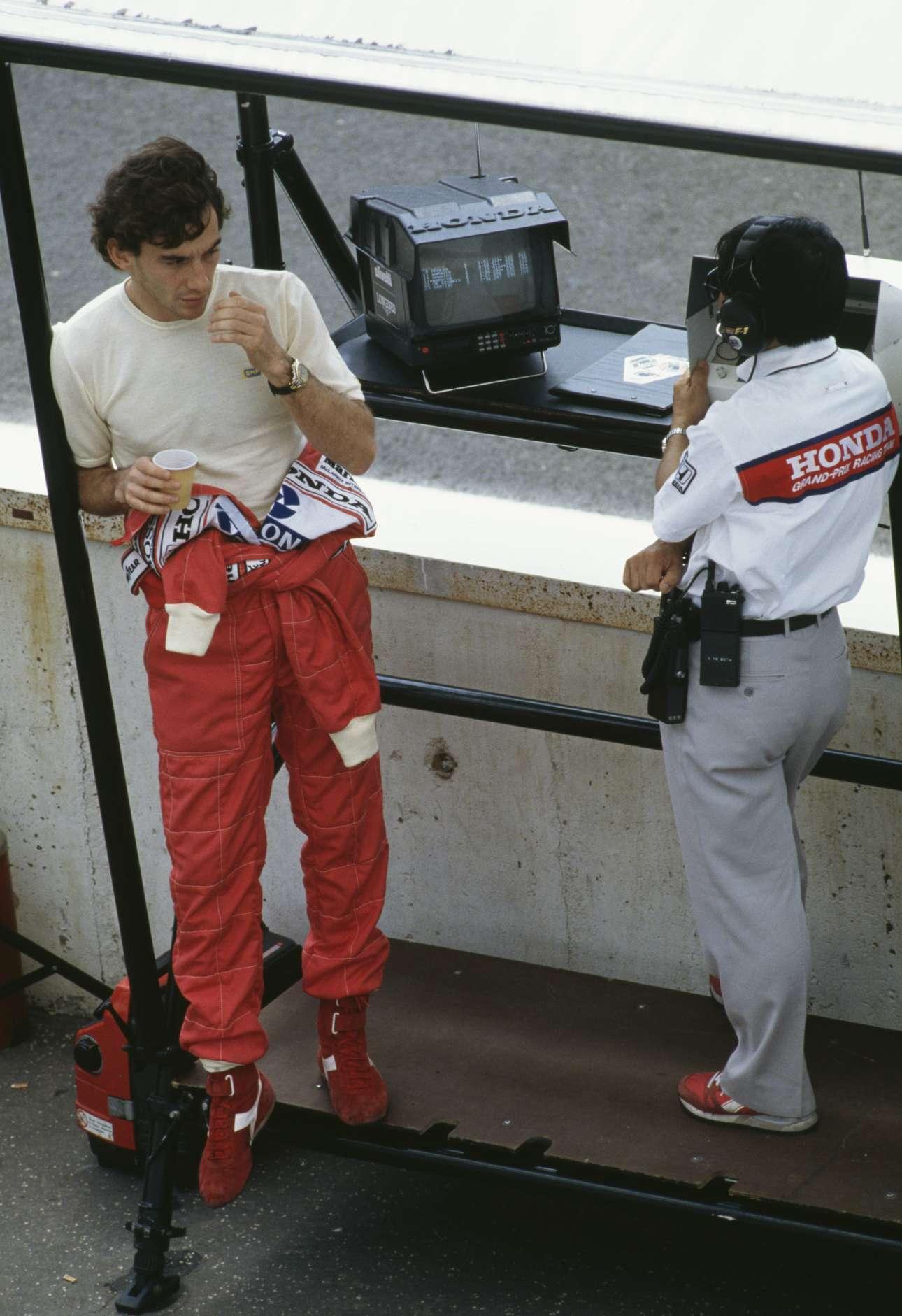 Με τον ιάπωνα τεχνικό της McLaren-Honda Οσάμου Γκότο, στο ουγγρικό γκραν πρι το 1990