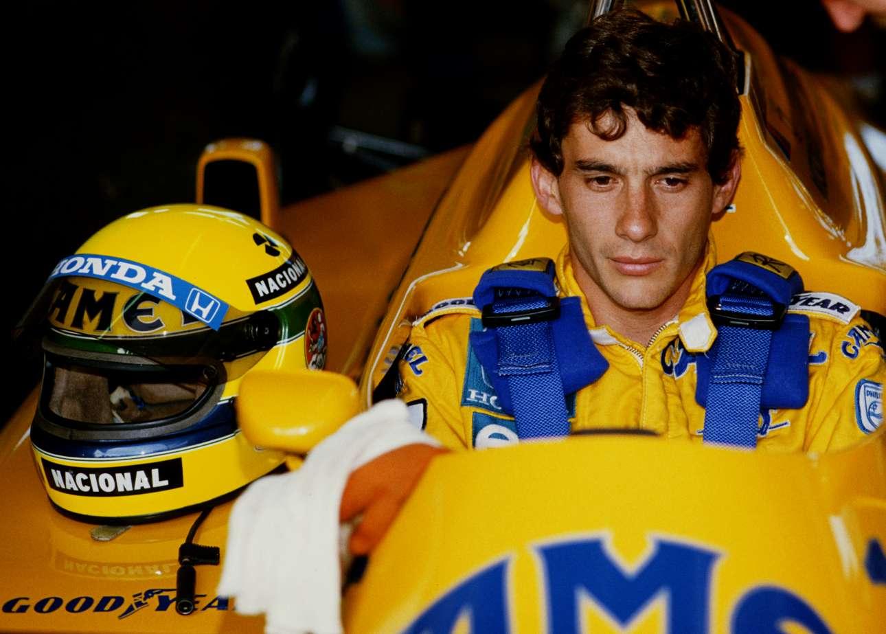 Απρίλιος 1987, στο μονοθέσιο της Lotus-Honda λίγο πριν από την εκκίνηση στο γκραν πρι του Ρίο ντε Τζανέιρο στο Autodromo Internacional Nelson Piquet. Η τρίτη θέση του στο πρωτάθλημα εκείνη τη χρονιά τον έφερε στην McLaren-Honda