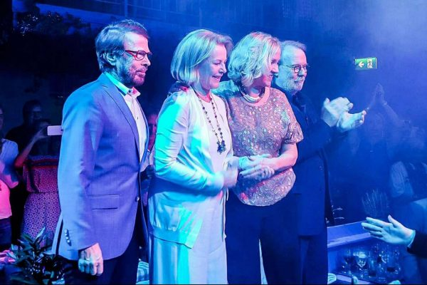 Οι ABBA όπως είναι σήμερα: με τα χρόνια να έχουν περάσει από επάνω τους, αλλά πάντα σταρ (youtube)