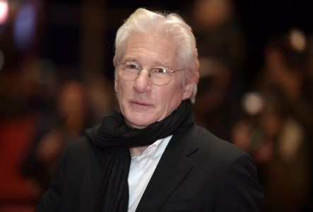 epa05783583 US actor Richard Gere arrives for the premiere of 'The Dinner' during the 67th annual Berlin Film Festival, in Berlin, Germany, 10 February 2017. The movie is presented in the Official Competition at the Berlinale that runs from 09 to 19 February.  EPA/CLEMENS BILAN