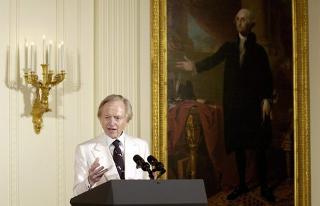 epa06739239 (FILE) - 'New Journalism' author Tom Wolfe makes remarks during an event in the East Room of the White House, Monday, 22 March 2004. According to media reports on 15 May 2018, Tom Wolfe died at the age of 87.  EPA/MIKE THEILER *** Local Caption *** 00158465
