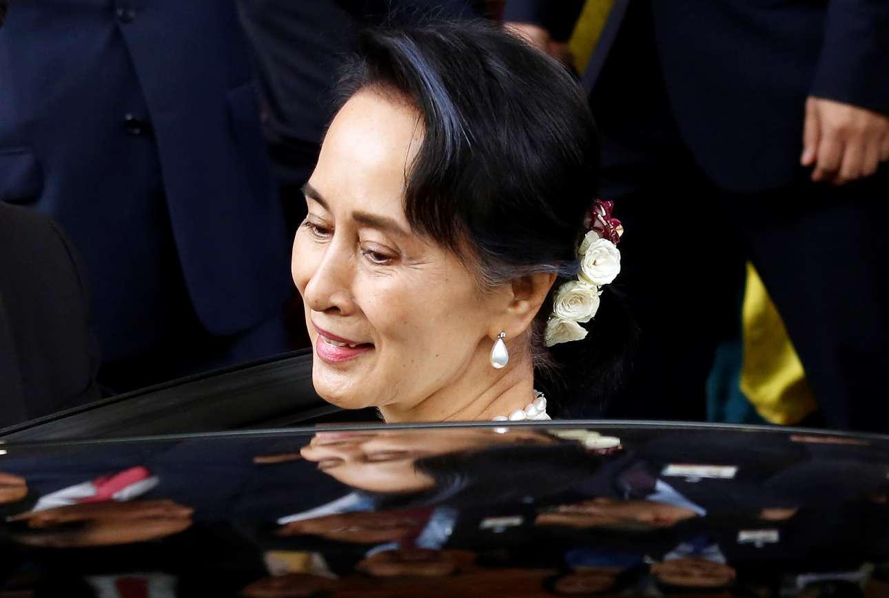 2018-04-19T102839Z_1941056046_RC16F22930C0_RTRMADP_3_VIETNAM-MYANMAR-SUUKYI