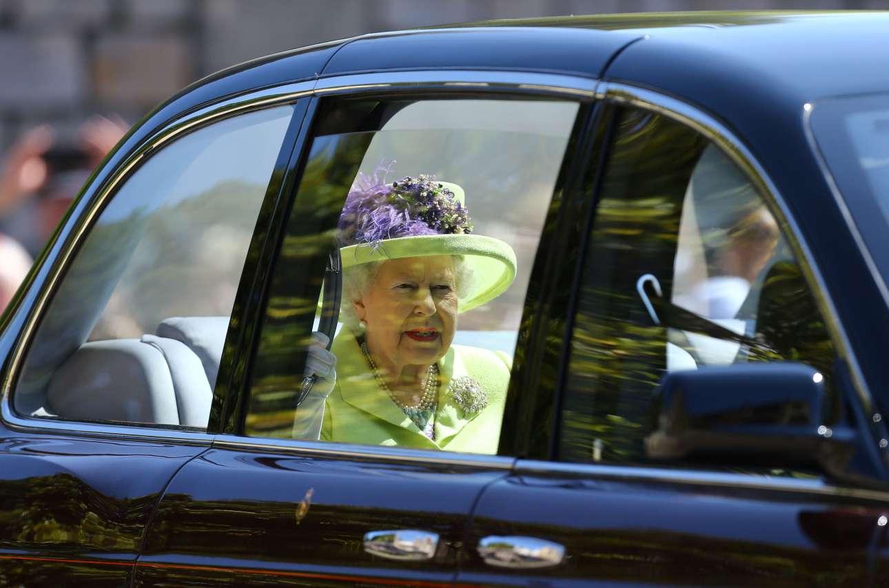 Η βασίλισσα Ελισάβετ B' φτάνει στην εκκλησία