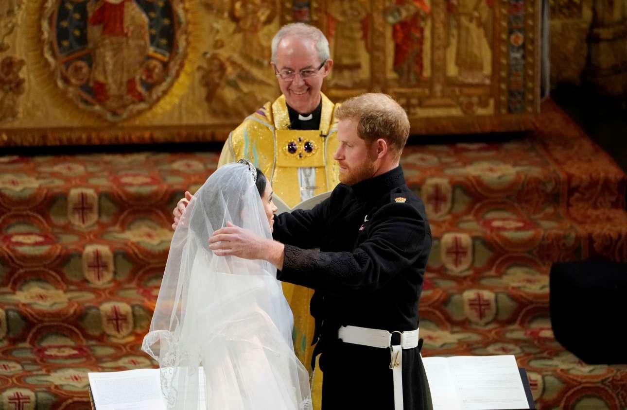 Μέγκαν και Χάρι ερωτευμένοι υπό το βλέμμα του αρχιεπισκόπου του Καντέρμπερι