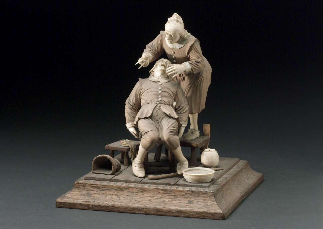Διακοσμητικό από ξύλο και ελεφαντόδοντο του 17ου αιώνα που απεικονίζει μία εξαγωγή δοντιών