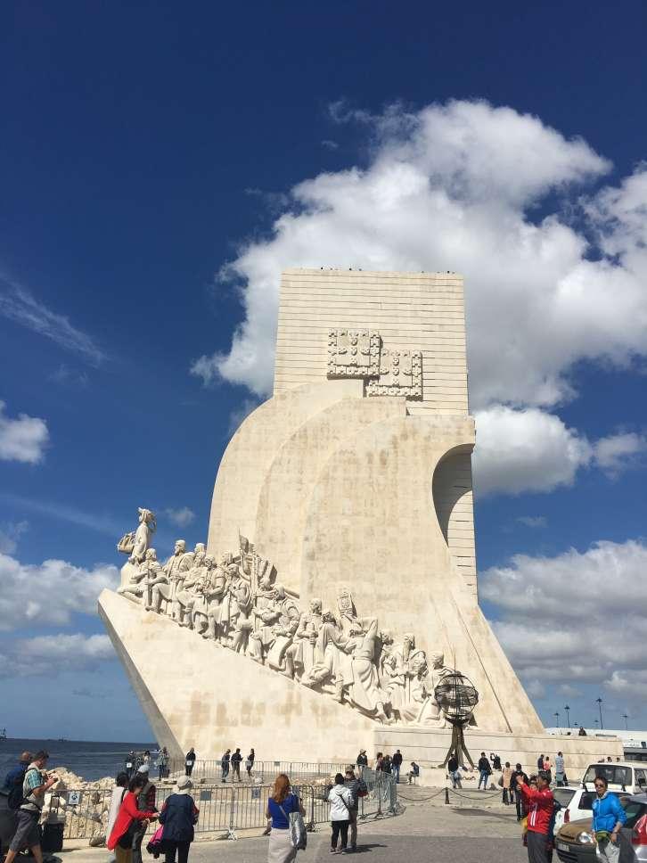 Το σήμα κατατεθέν της περιοχής Belem. 33 μορφές θαλασσοπόρων σε ένα άγαλμα (φωτό: Ρέα Βιτάλη)