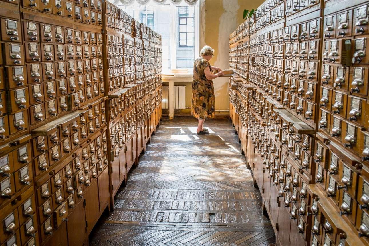 Η Κρατική Βιβλιοθήκη της Ρωσίας, παλιότερα γνωστή με την ονομασία Κρατική Βιβλιοθήκη Λένιν, ιδρύθηκε το 1862 στη Μόσχα και στεγάζει περίπου 17,5 εκατομμύρια βιβλία