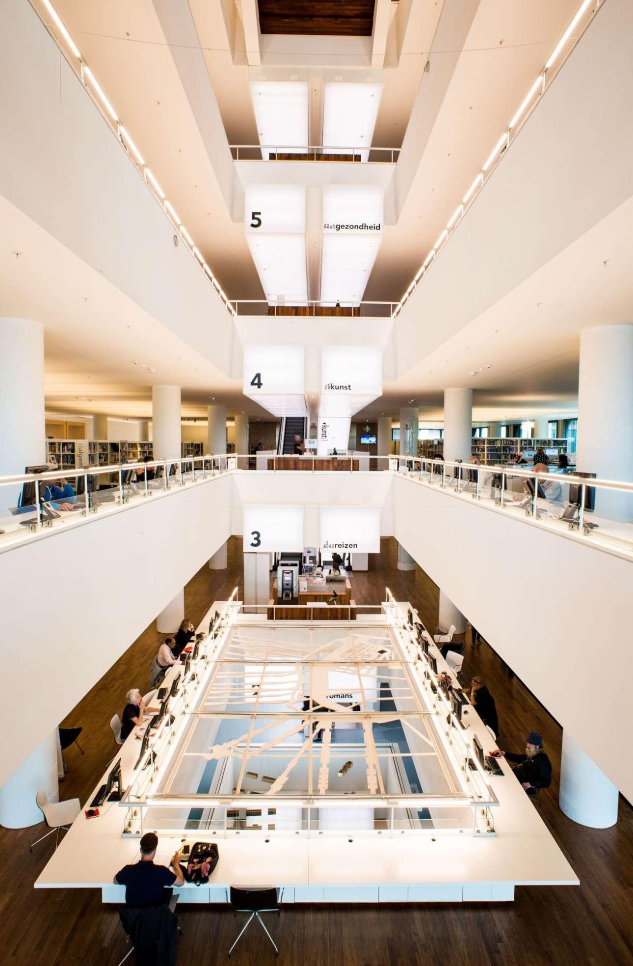Σύγχρονη αισθητική και design στην κεντρική Δημοτική Βιβλιοθήκη του Αμστερνταμ