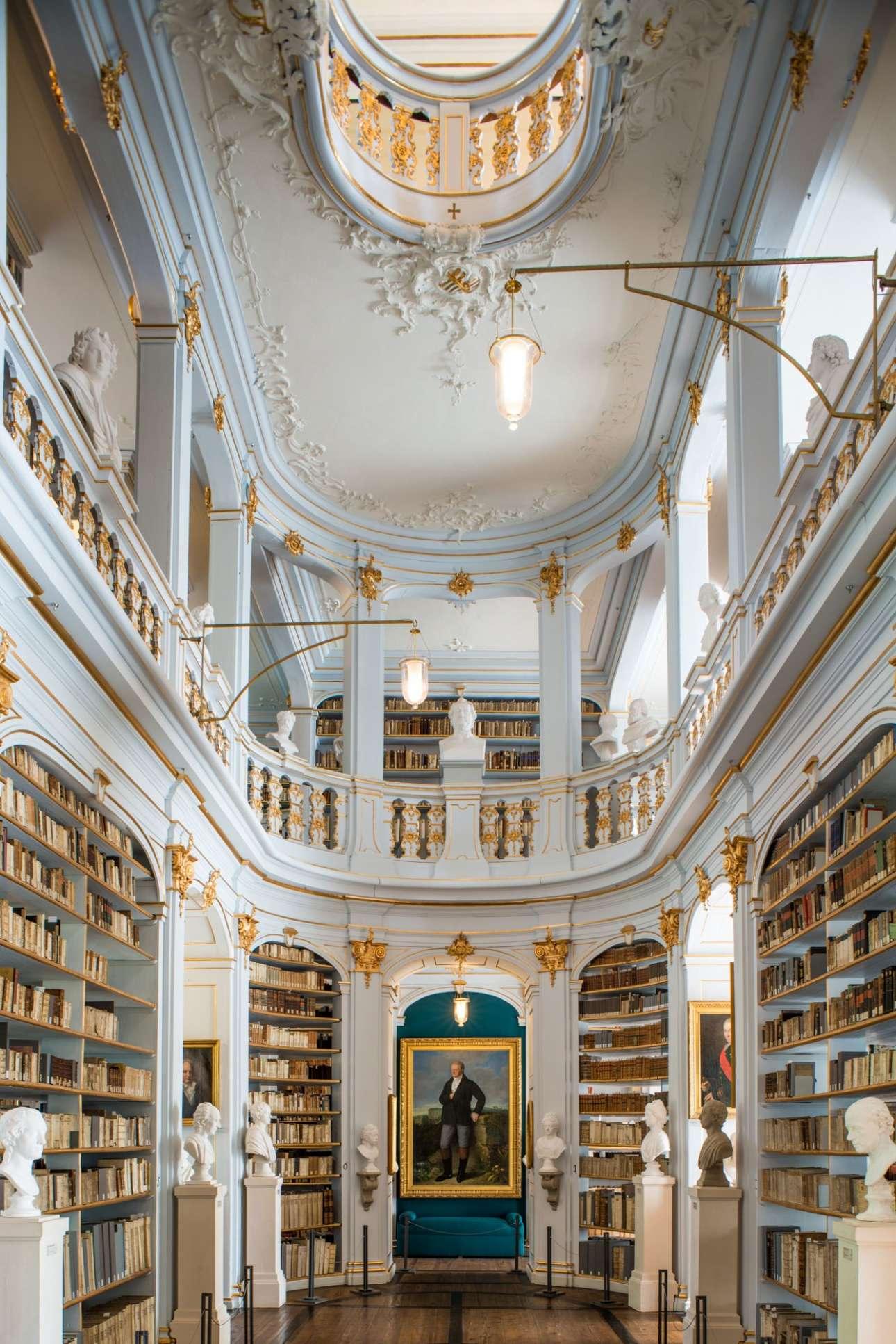 Η Βιβλιοθήκη «Δούκισσα Αννα Αμάλια» της Βαϊμάρης χρονολογείται στον 16ο αιώνα και ήταν από τις πρώτες βιβλιοθήκες της Γερμανίας που άνοιξε τις πόρτες στο κοινό