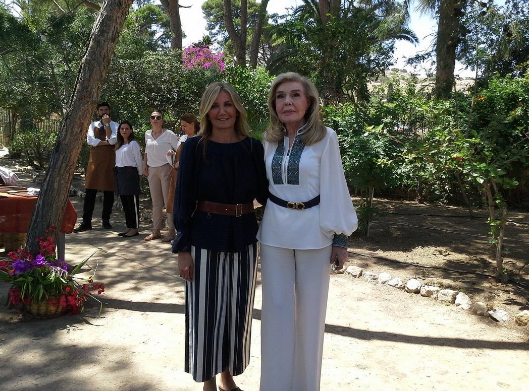 Αριστερά η Μαρέβα Γκραμπόφσκι και δεξιά η Μαριάννα Βαρδινογιάννη