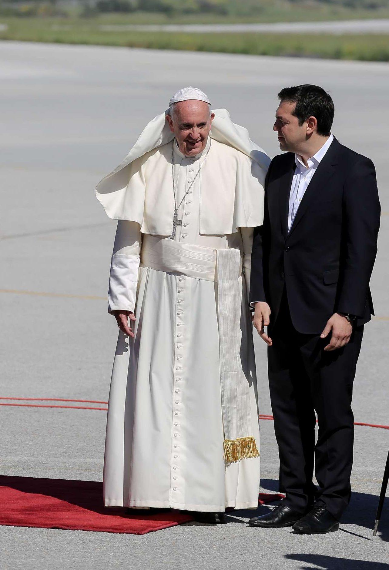 Απρίλιος 2016. Υποδέχεται στη Λέσβο τον Πάπα Φραγκίσκο. Είναι τότε που είχε πει ότι τον φέραμε γιατί το Προσφυγικό είναι ένα «καθολικό» πρόβλημα