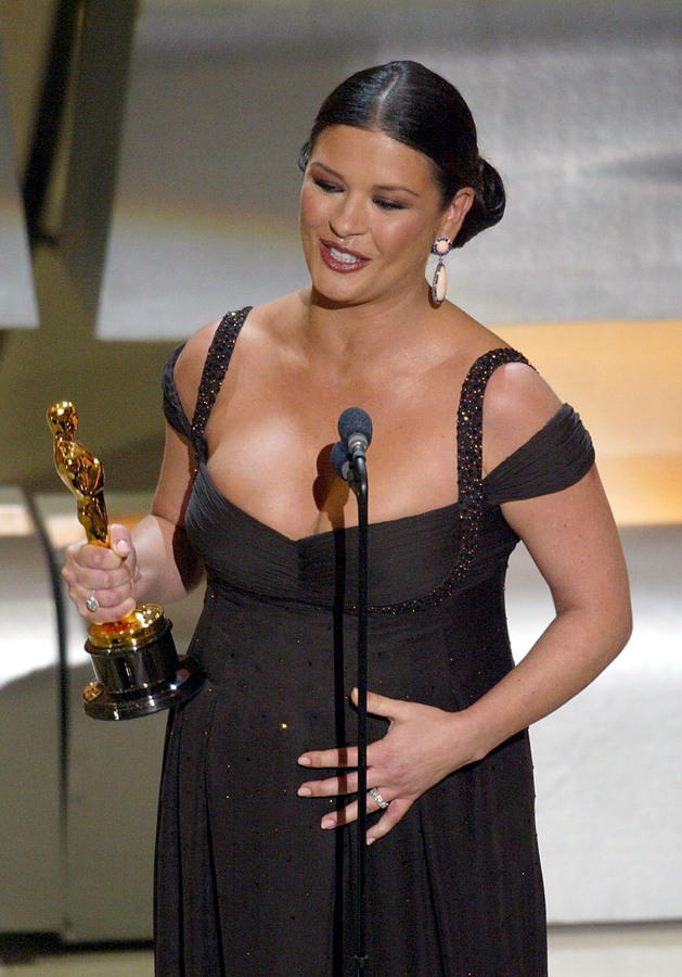 """Catherine Zeta-Jones accepts her Oscar for Performance by an actress in a supporting role in """"Chicago"""" during the 75th Academy Awards at the Kodak Theatre in Hollywood, California, 23 March, 2003. AFP PHOTO TIMOTHY A. CLARY"""