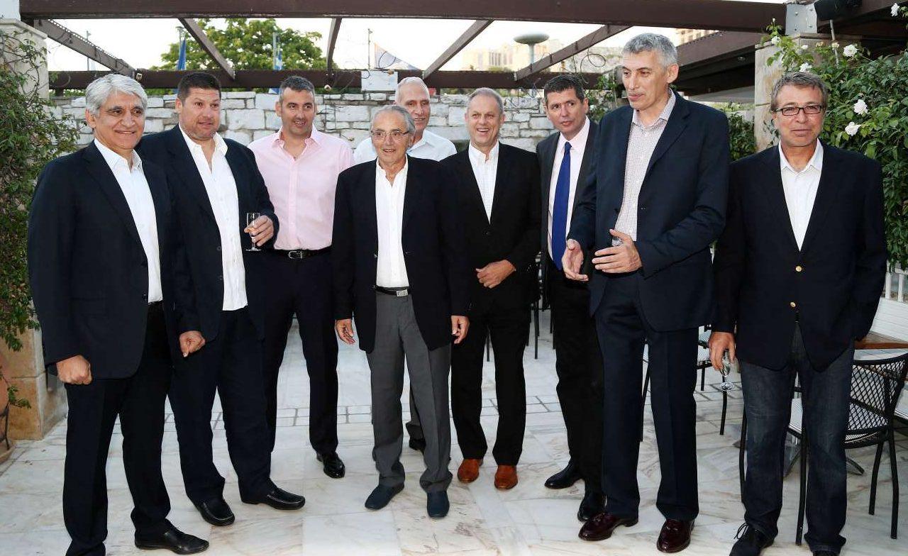 Ιούνιος 2016, στο reunion της Εθνικής Μπάσκετ, 29 χρόνια μετά. Ο Κώστας Πολίτης ανάμεσα στους (από αριστερά) Γιαννάκη, Χριστοδούλου, Καρατζά, Καμπούρη, Σταυρόπουλο, Φιλίππου, Φασούλα, Ιωάννου