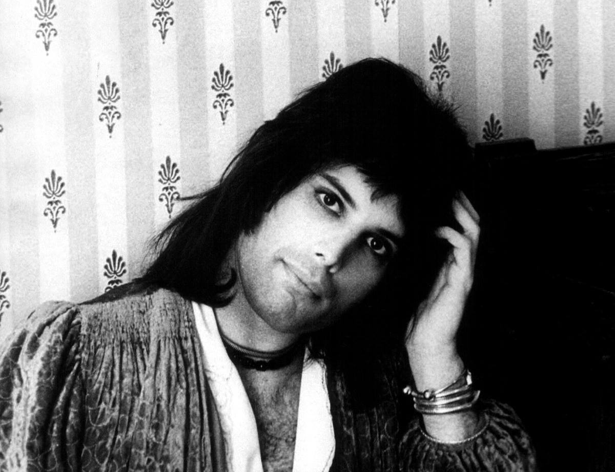Φρέντι Μέρκιουρι. Ο αείμνηστος τραγουδιστής των Queen, που πέθανε το 1991, γεννήθηκε το 1946 στη Ζανζιβάρη και αναγκάστηκε να διαφύγει με την οικογένεια του στη Βρετανία όταν ήταν 17 ετών