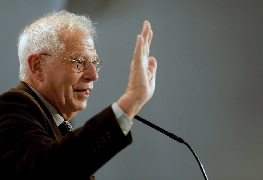 epa06397027 Former President of the European Parliament Josep Borrell speaks as he takes part in an electoral event of Socialists' Party of Catalonia (PSC) held at the headquarters of PSC in Barcelona, Spain, on 18 December 2017. Catalonia will hold regional elections on the upcoming 21 December. EPA/Juan Carlos Cardenas