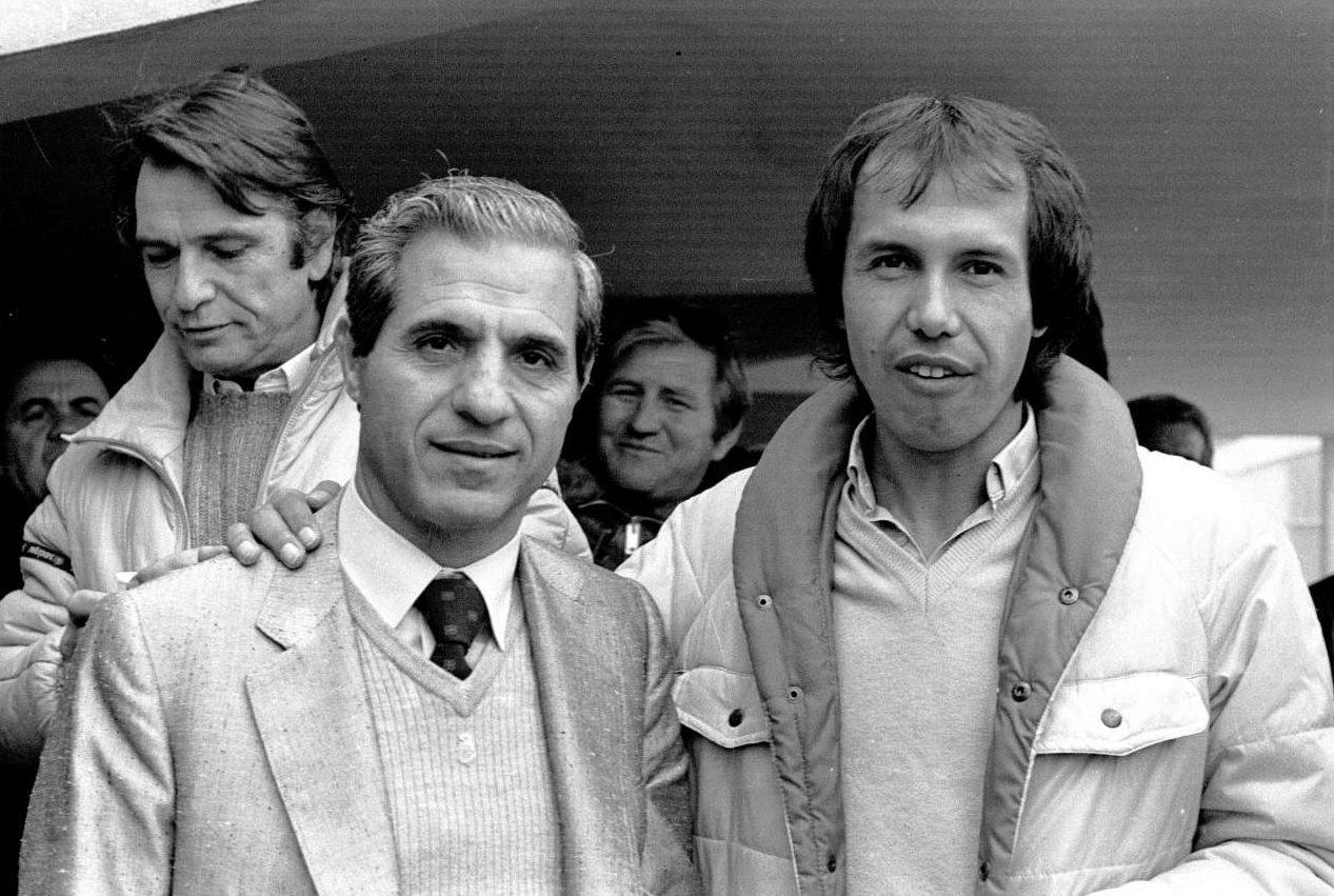 1982. Με τον Χουάν Ραμόν Ρότσα, ενώ πίσω του διακρίνεται ο αξέχαστος Νίκος Κούρκουλος φωτό: INTIMEnews)