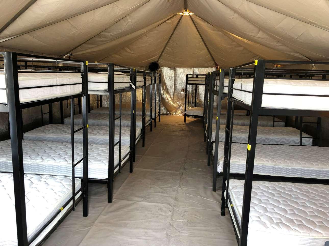 Φωτογραφία από το εσωτερικό των κοιτώνων, την οποία έδωσε στη δημοσιότητα το υπουργείο Υγείας και Ανθρωπίνων Υπηρεσιών των ΗΠΑ