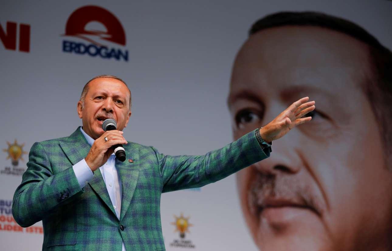 Ο πρόεδρος Ταγίπ Ερντογάν έχει δημοσκοπικό προβάδισμα