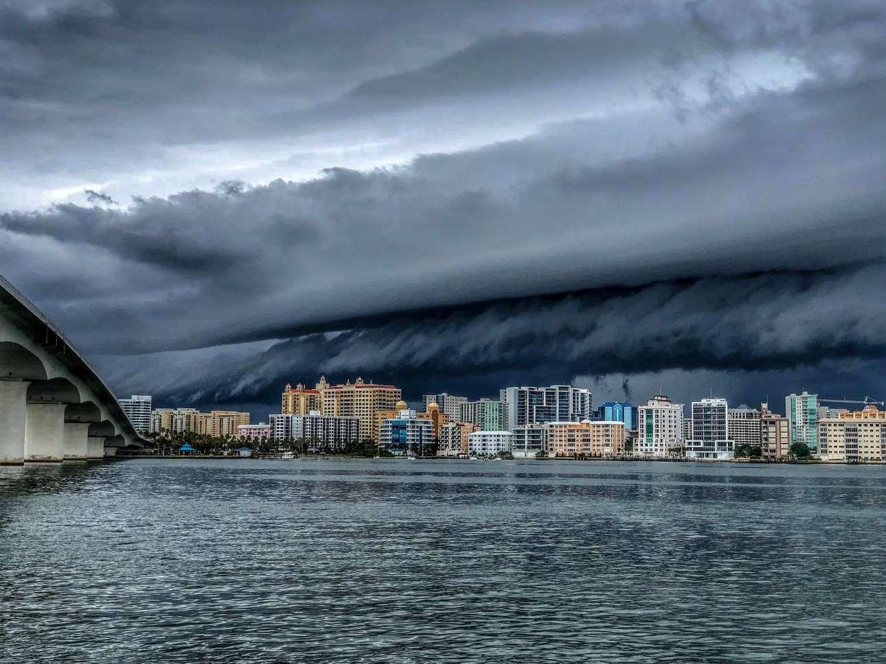 Τρίτη, 26 Ιουνίου, ΗΠΑ. Καταιγίδα στη Σεϊρασότα της Φλόριντα