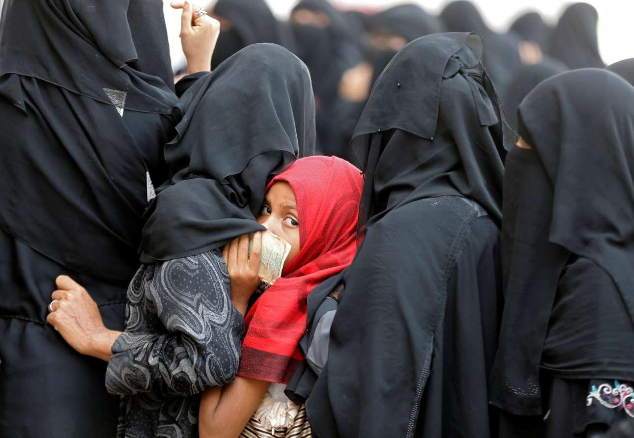 Τετάρτη, 27 Ιουνίου, Υεμένη. Εκτοπισμένες γυναίκες και παιδιά σε κέντρο καταγραφής της Σαναά