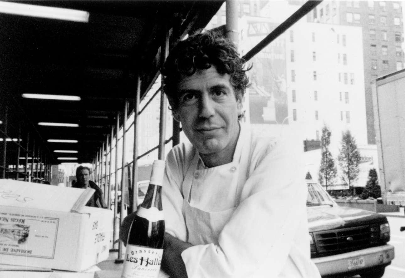 Στην μπρασερί Les Halles στο Μανχάταν. Ο Μπουρντέν δούλεψε σε πολλά εστιατόρια της Νέας Υόρκης προτού κατακτήσει τη θέση του executive chef στo Les Halles