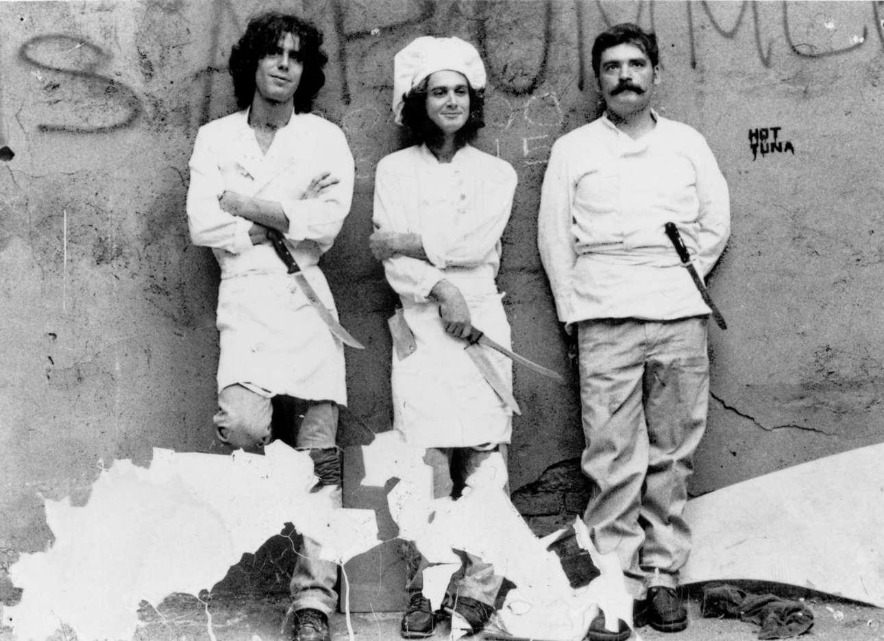 Δεκαετία του 1980 ένας άσημος μάγειρας, ποζάρει με συναδέλφους του στη Νέα Υόρκη