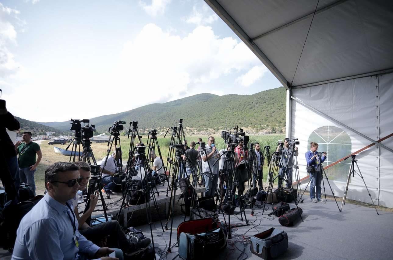Πάνω από 150 δημοσιογράφοι και τεχνικοί έχουν διαπιστευτεί για την παρακολούθηση της τελετής υπογραφής