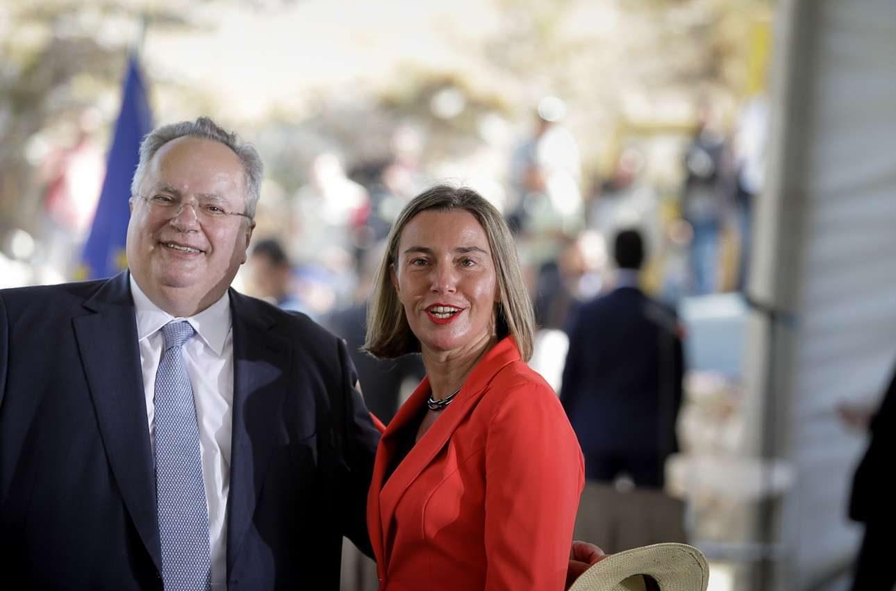 Ο Νίκος Κοτζιάς με την ύπατη εκπρόσωπο Εξωτερικών της ΕΕ Φεντερίκα Μογκερίνι