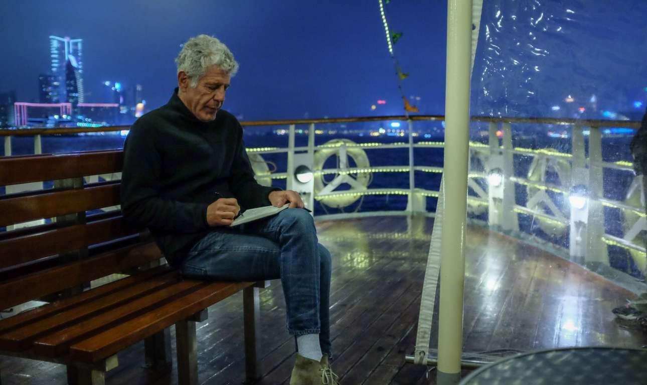 Στο φέρι στο Χονγκ Κονγκ ετοιμάζοντας ένα ακόμη επεισόδιο του «Parts Unknown» του CNN