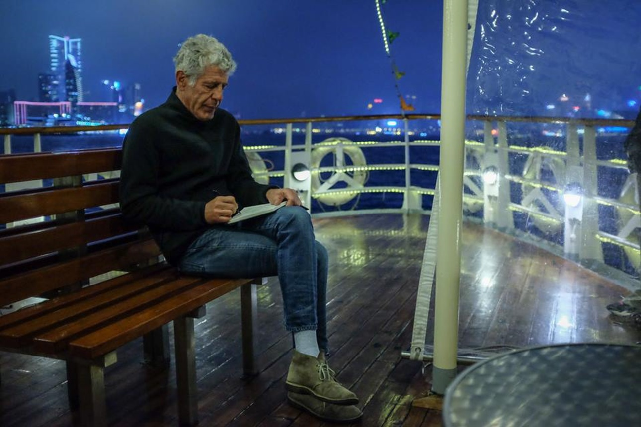 Bourdain -star ferry to Kowloon-1290