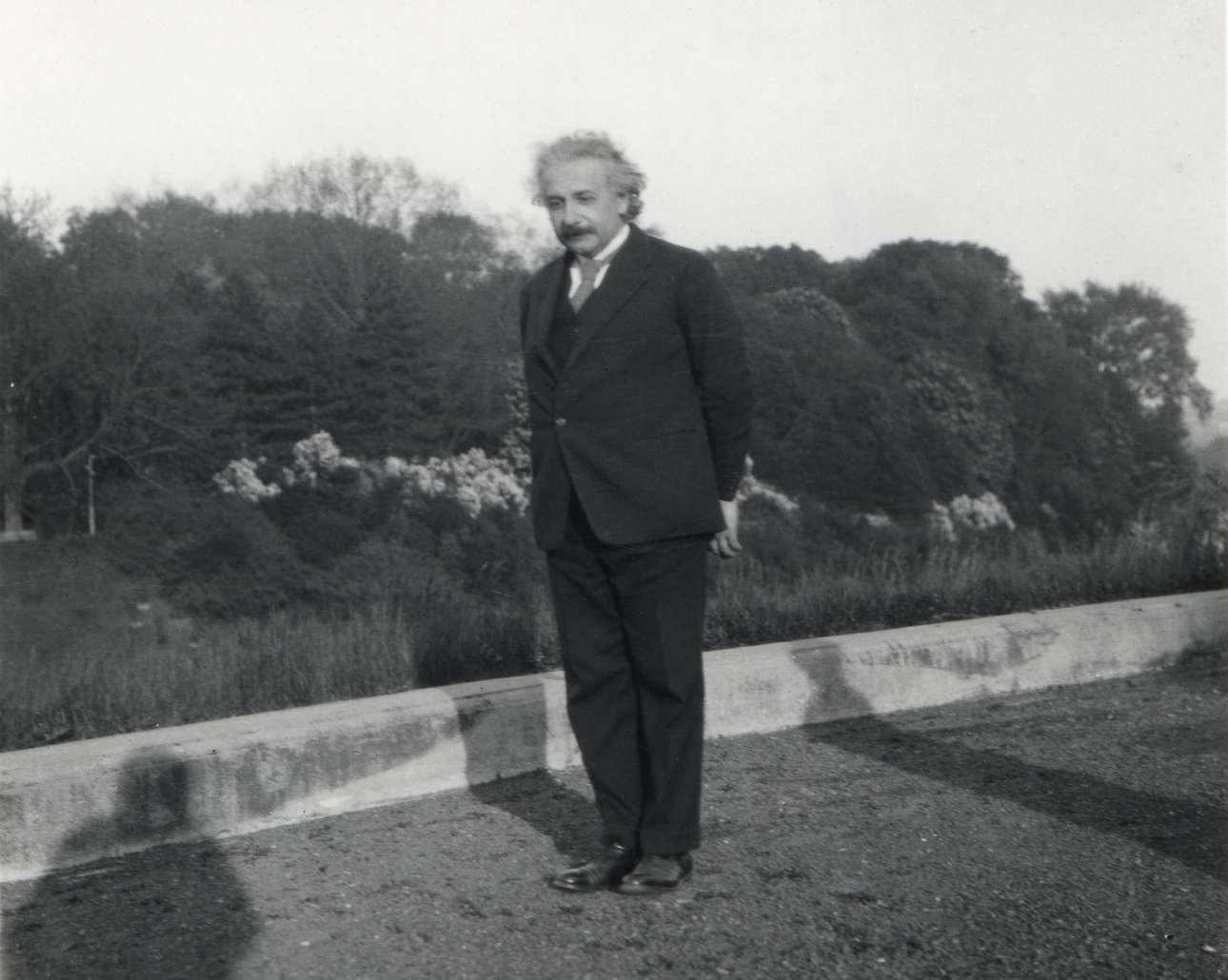 Αλμπερτ Αϊνσταϊν. Ο γερμανός φυσικός εγκατέλειψε το 1933, επί Χίτλερ, τη χώρα του για τις ΗΠΑ προκειμένου να αποφύγει τη σύλληψη εξαιτίας της εβραϊκής καταγωγής του