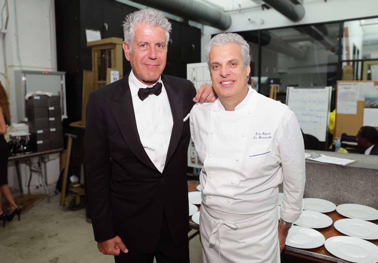 Με τον επιστήθιο φίλο του γάλλο σεφ, Ερίκ Ριπέρ, στο Μαϊάμι το 2014. Ο Ριπέρ είναι ο άνθρωπος που βρήκε τον Αντονι Μπουρντέν νεκρό στο ξενοδοχείο του στο Στρασβούργο