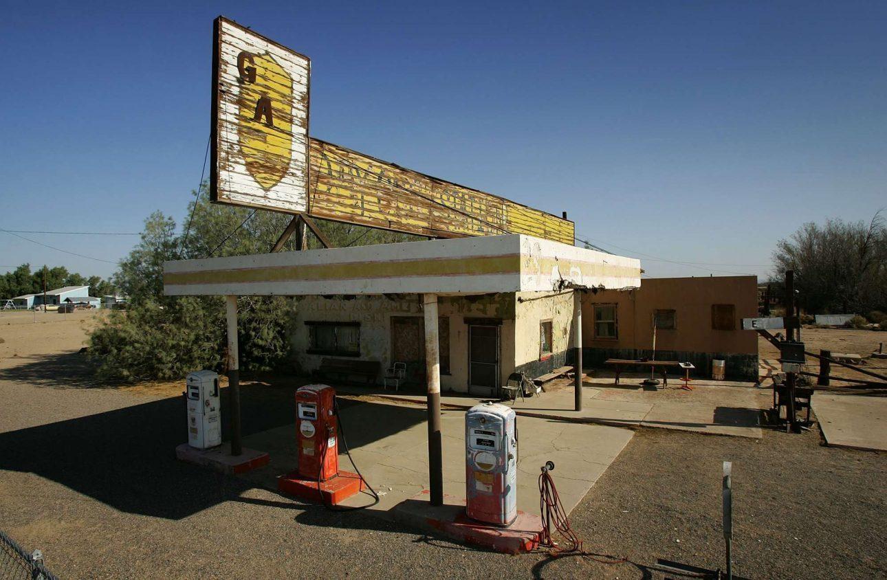 Κλειστά βενζινάδικα, εγκαταλελειμμένα μοτέλ... φωτό: David McNew/ Getty Images/ Ideal Images)