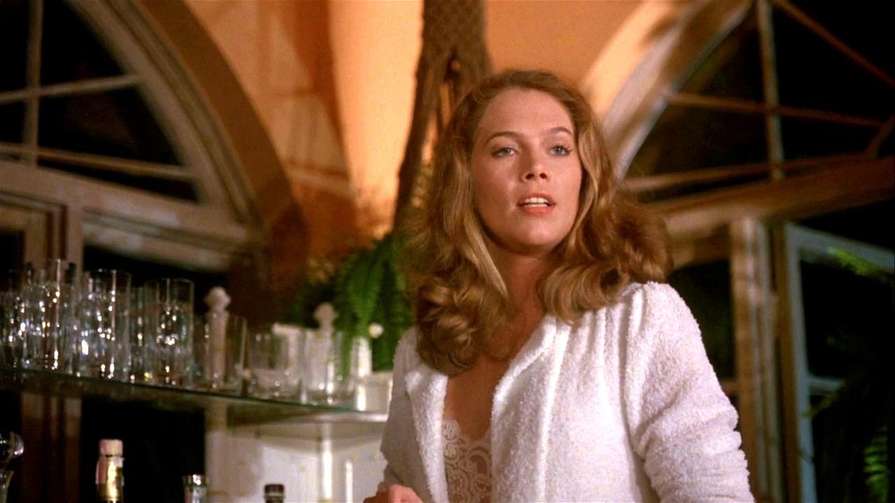 Ενα καυτό καλοκαίρι στη Φλόριντα, η Κάθλιν Τέρνερ και ο Γουίλιαμ Χερτ συνάπτουν παθιασμένη σχέση και σχεδιάζουν να σκοτώσουν τον σύζυγο της Μάτι (Κάθλιν Τέρνερ), στην ταινία «Εξαψη» του 1981