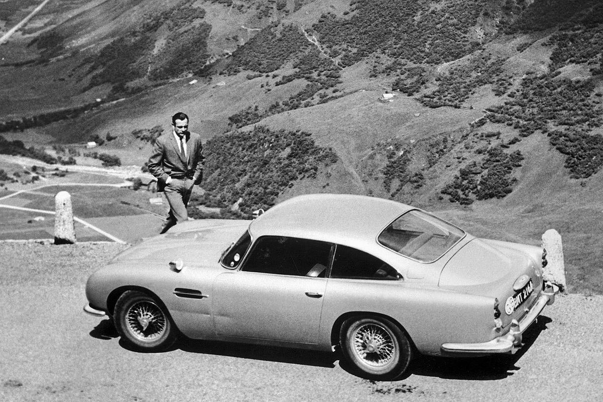 Ο βρετανός υπερπράκτορας στο απόλυτο αυτοκινητικό υπερόπλο (Goldfinger/Eon Productions)